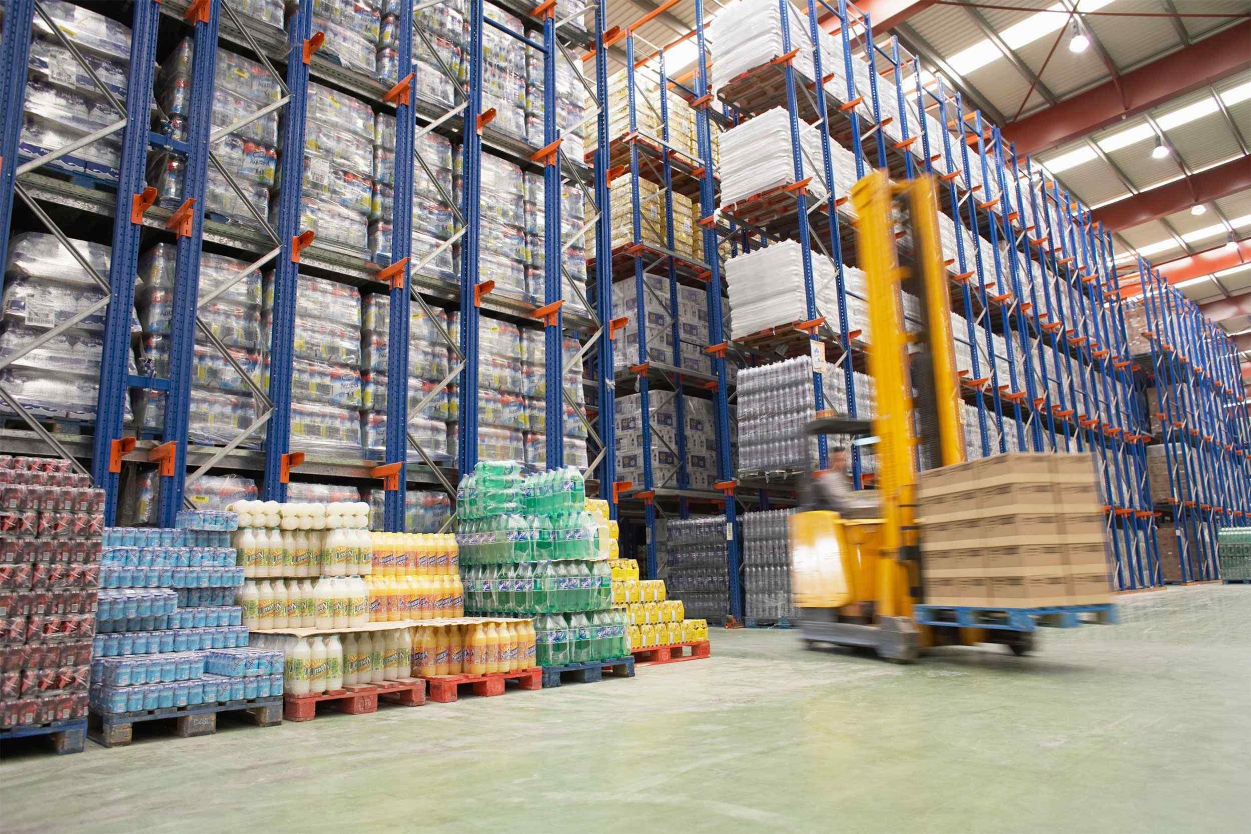 https://hakanfoods.com.tr/wp-content/uploads/2015/09/Warehouse-and-lifter.jpg